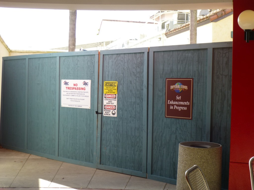 Could a walkway to ET through the backlot area be added behind this wall?