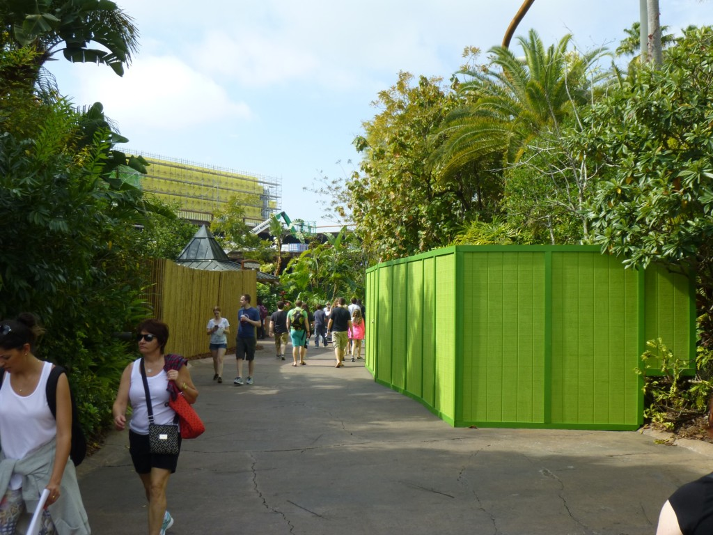 Not sure what this bright green wall is blocking near Camp Jurassic across from the Kongstruction, but they have been re-painting columns and curbs around the area, so might be related to that