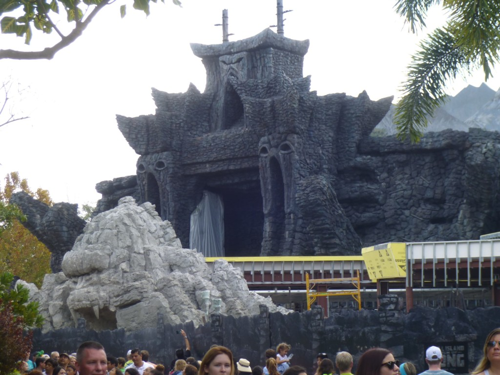 Kong's head entry arch still has not been painted. Temple gates seen wrapped in tarps behind