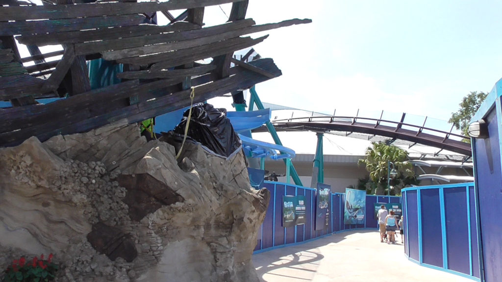 Mako entrance will be up here on the left, right after the shipwreck
