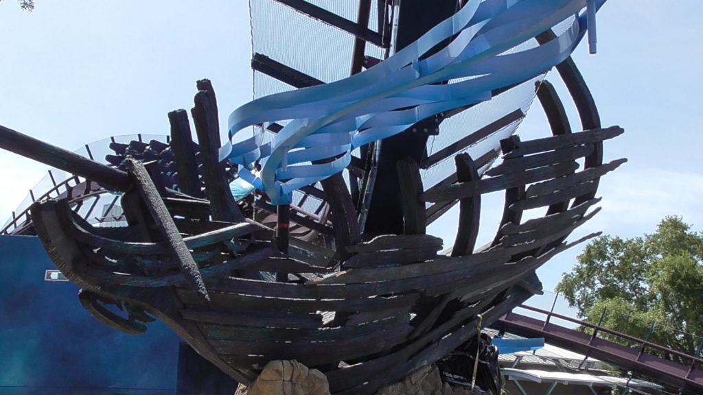 Mako train approaching the shipwreck