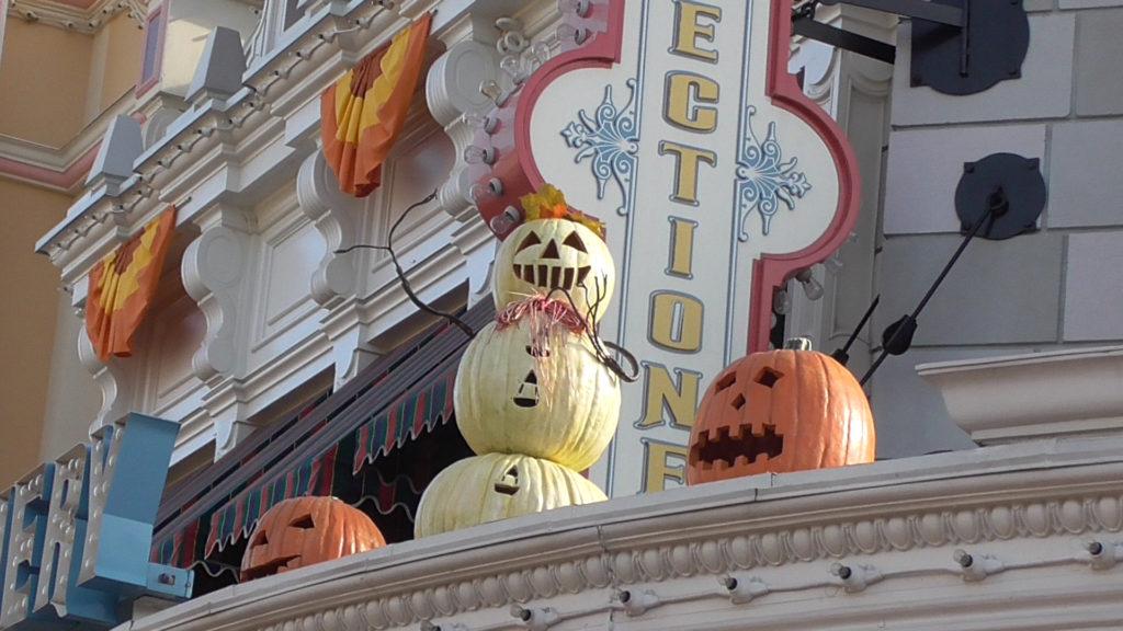 Do you wanna build a pumpkin snowman?