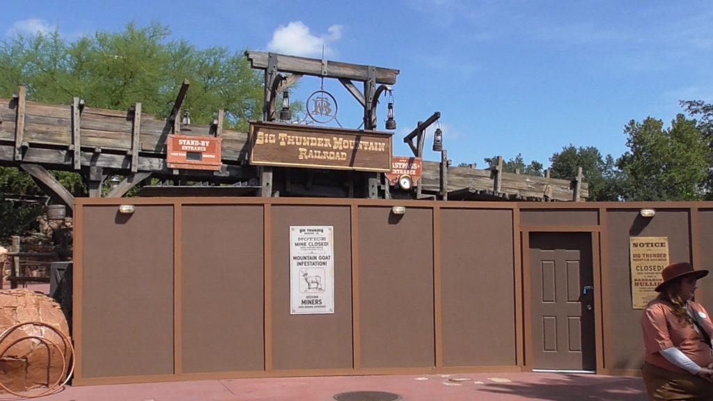 Work walls around ride entrance
