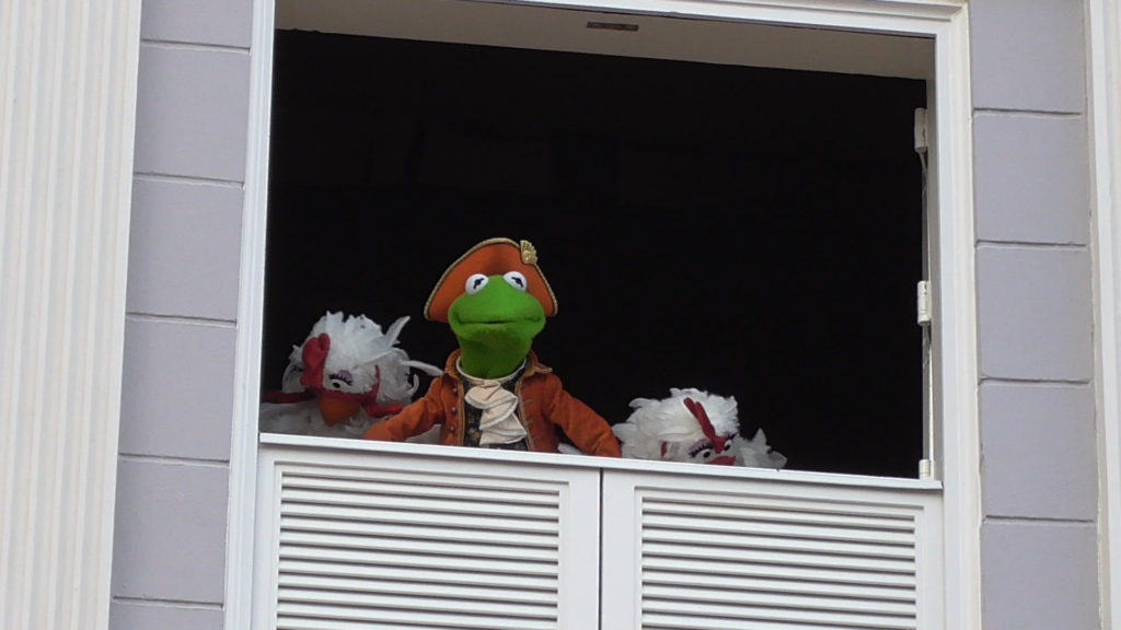 Kermit as Thomas Jefferson... with chickens