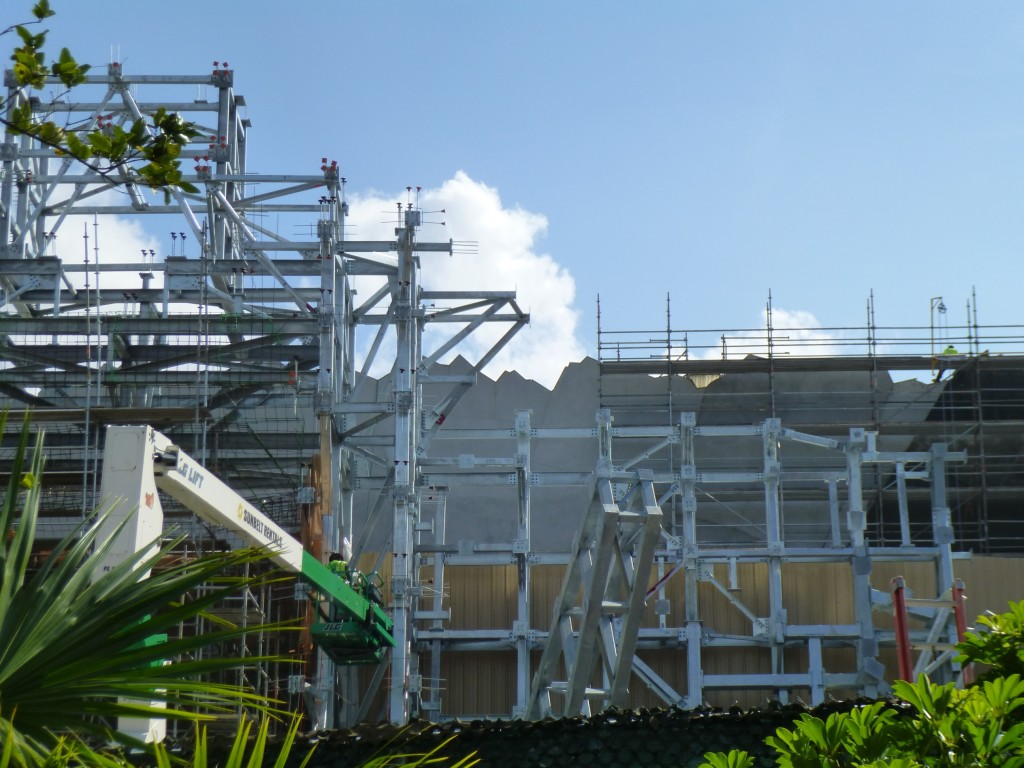 The two-dimensional facade behind the temple facade is being refined and is looking better
