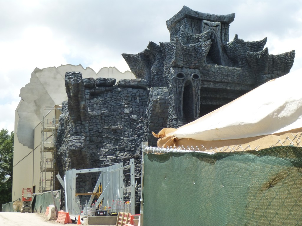The view beside the Toon Lagoon walls. Seems like they're building a wall or structure on the left?