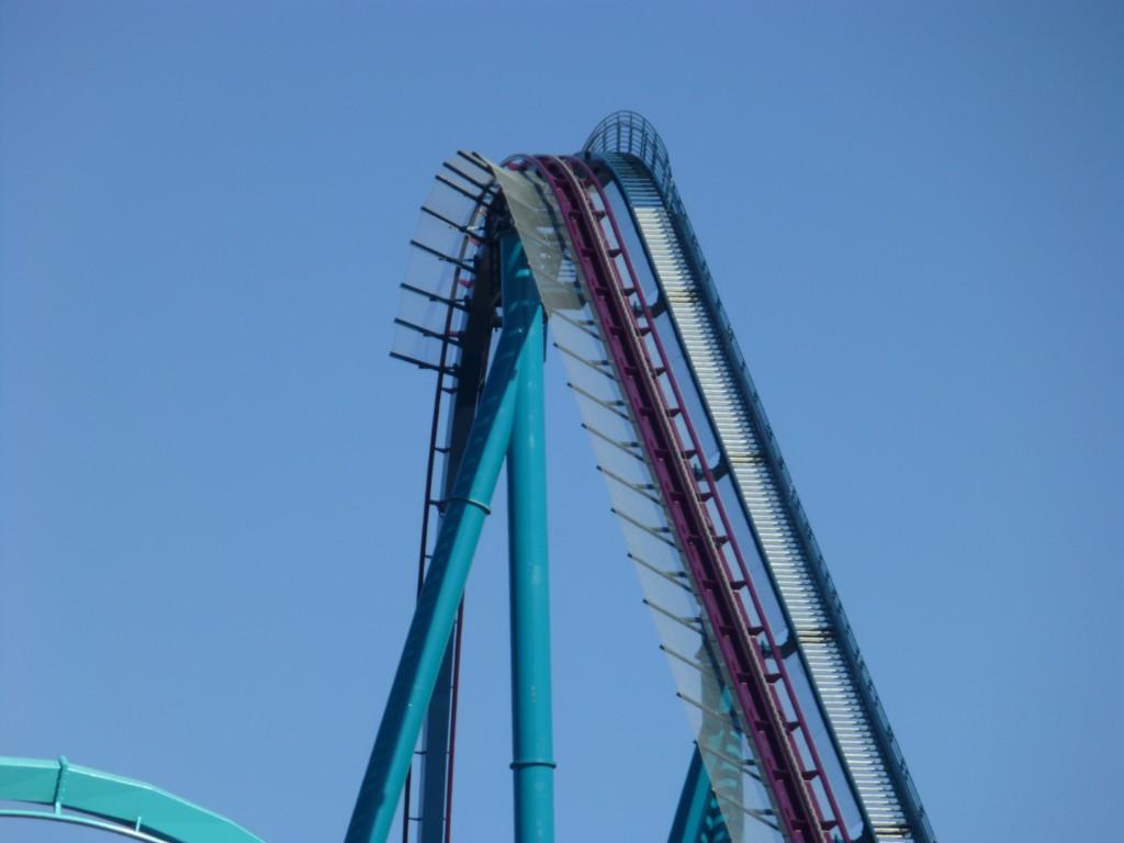 200 feet high lift hill and the first drop looks steeeeeep