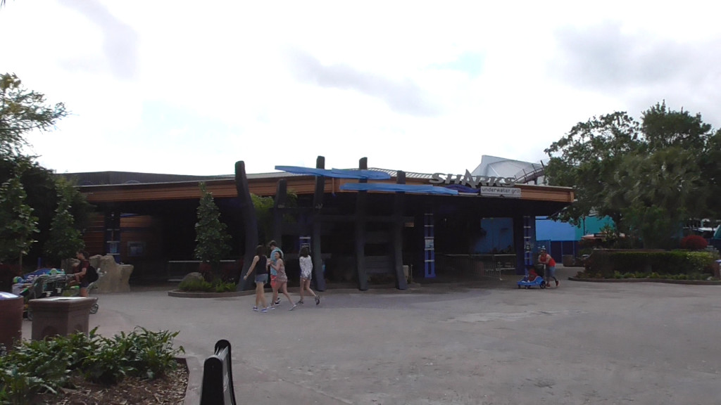 More theming by Underwater Grill