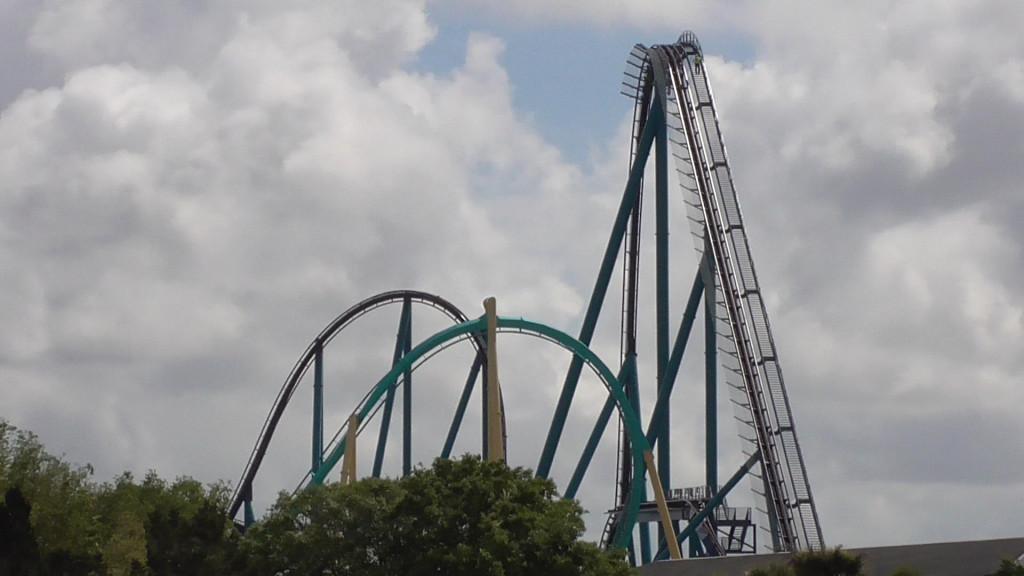200 feet tall lift hill