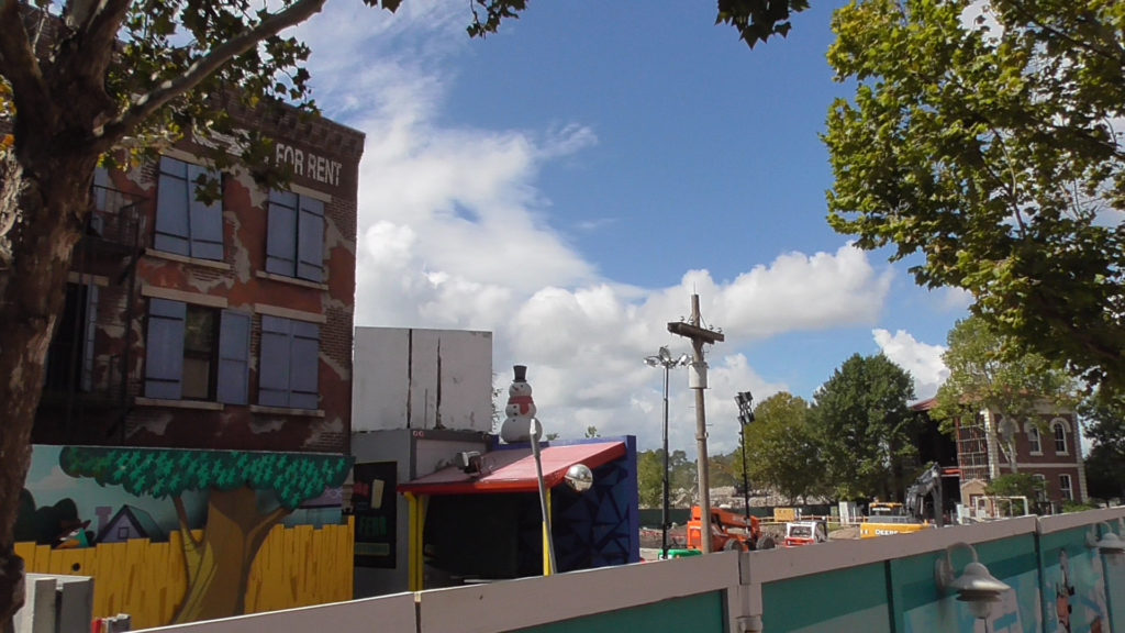 Old Phineas and Ferb meet and greet still not demolished
